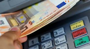 Foto de La banca, contra Carmena por la tasa a los cajeros: Es fácil ponernos tributos